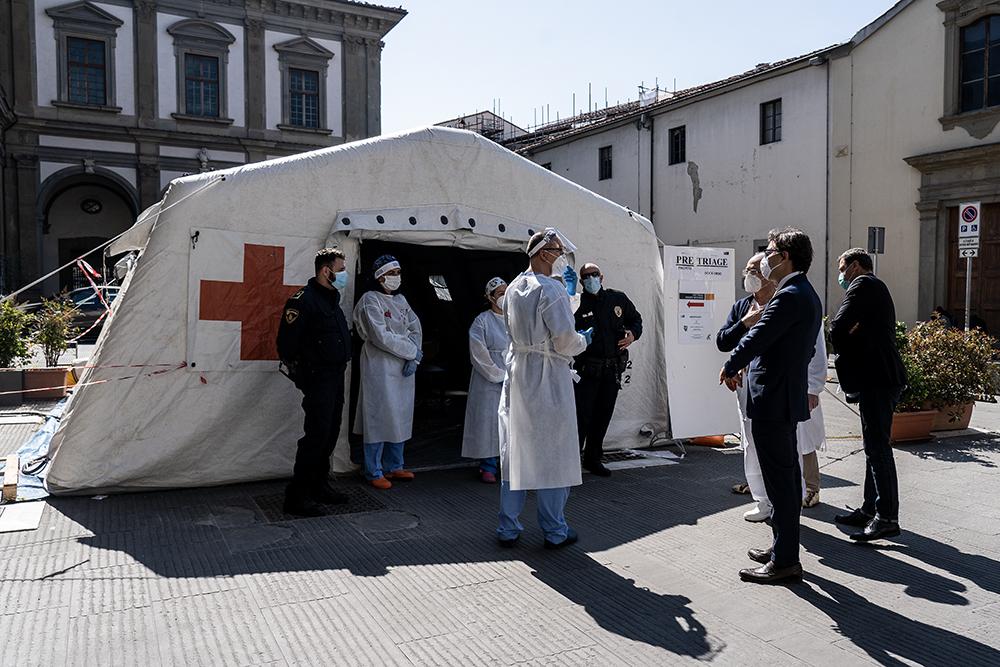 Visita ai medici e infermieri dell'ospedale Santa Maria Nuova, 12 aprile 2020