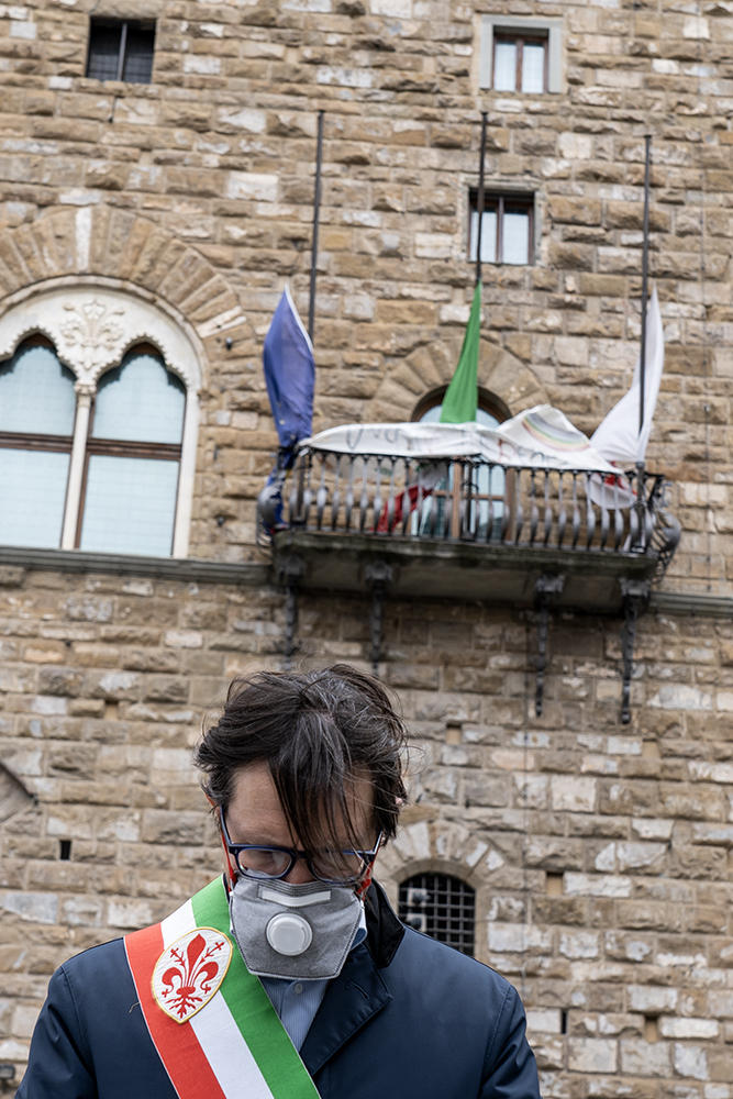 Bandiere a mezz'asta, un minuto di silenzio, per ricordare le vittime dell'epidemia, Palazzo Vecchio 30 marzo 2020
