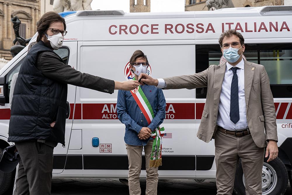 """Nuova ambulanza per pazienti covid-19, donata alla Croce Rossa di Firenze dalla comunità americana e alla """"Robert F. Kennedy Human Rights Italia"""", 15 maggio 2020"""