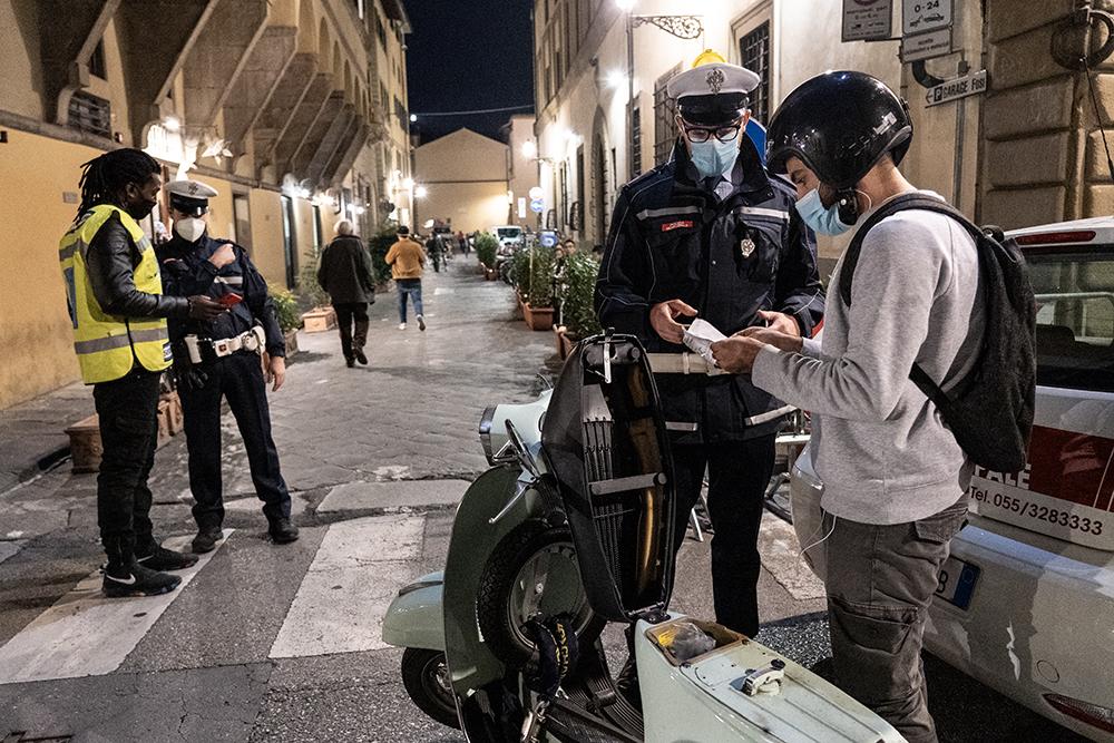 Nuove misure di controllo e di contingentamento in piazza Santo Spirito, 9 ottobre 2020