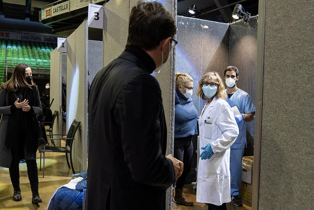 Parte la vaccinazione di massa al Mandela Forum, 11 febbraio 2021
