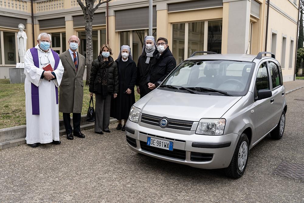 Grazie alla Fondazione Fiorenzo Fratini  per la donazione di un'auto per le attività caritatevoli delle Piccole sorelle dei poveri di San Salvi, 5 marzo 2021